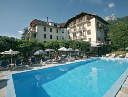 Hotel le lac in talloires lake annecy france deck chair villas for Lake annecy hotels swimming pool
