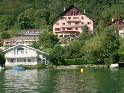 interhotel beauregard in sevrier lake annecy france deck chair villas. Black Bedroom Furniture Sets. Home Design Ideas